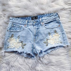 Abercrombie & Fitch Floral Embroidered Shorts 0/25